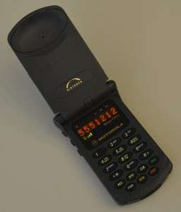 First_Generation_Motorola_StarTAC_cellular_phone