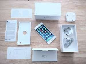 iPhone 6 unboxing (by Romazur (Own work) [CC BY-SA 4.0 (http://creativecommons.org/licenses/by-sa/4.0)], via Wikimedia Commons