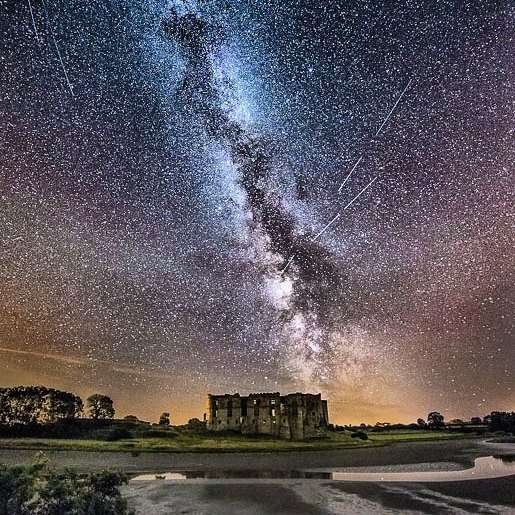 Perseids Meteor shower at Carew Castle, Wales, UK (photo credit: @rob_still)