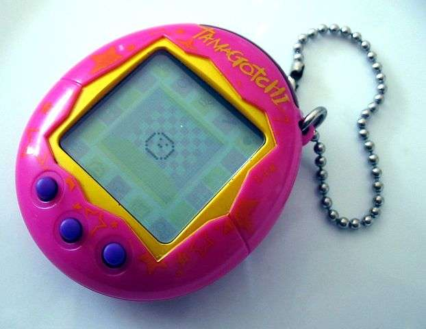 """Tamagotchi 0124 ubt"" by Tomasz Sienicki [user: tsca, mail: tomasz.sienicki at gmail.com] - Own work. Licensed under CC BY-SA 3.0 via Wikimedia Commons - https://commons.wikimedia.org/wiki/File:Tamagotchi_0124_ubt.jpeg#/media/File:Tamagotchi_0124_ubt.jpeg"