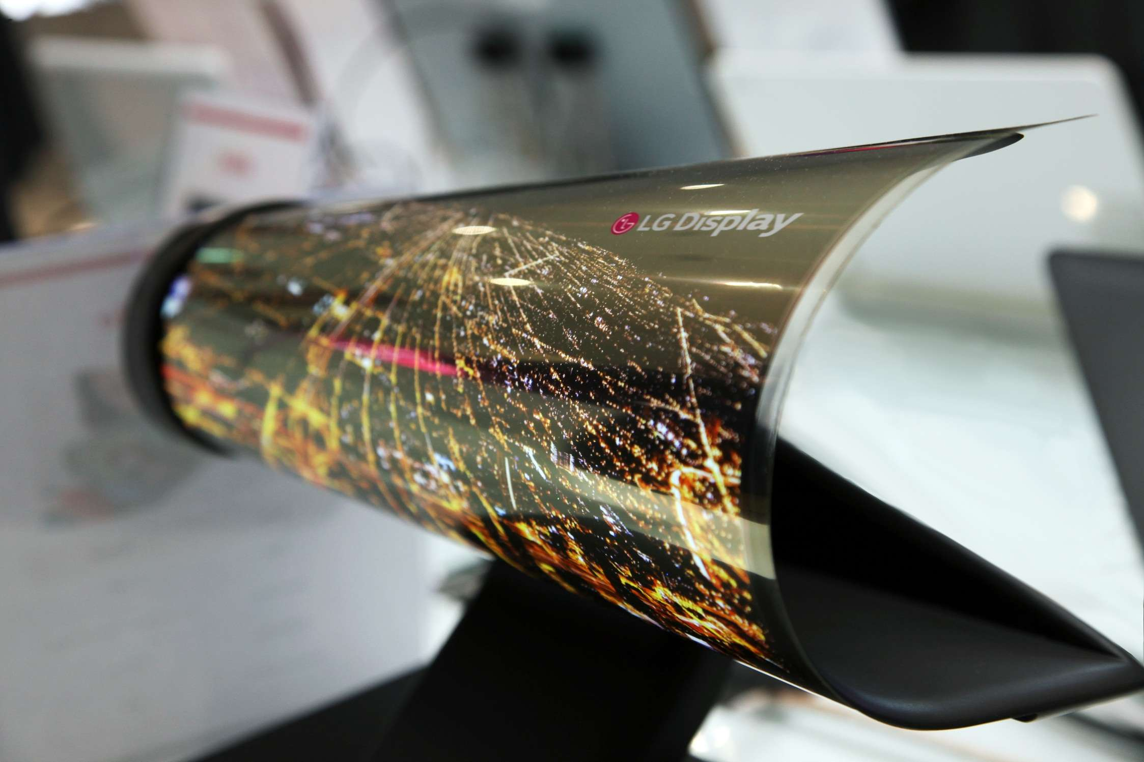 LG roll up display (photo credit: LG Display)